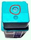 заклеить скотчем отверстие подушки давления картриджей hp 51626, 51629
