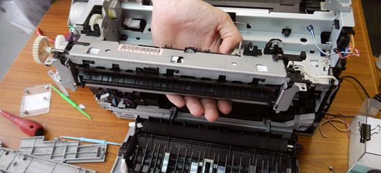 Разобранный принтер и его ремонт